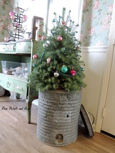"""Receive fantastic suggestions on """"metal tree sculpture"""". They are accessible for you on our web site. Shabby Chic Christmas, Country Christmas, Winter Christmas, Vintage Christmas, Christmas Holidays, Christmas Wreaths, Christmas Crafts, Merry Christmas, Christmas Decorations"""