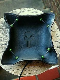 Try this cool leather valet tray. Everyday Carry Items, Leather Valet Tray, Desk Tray, Custom Leather, Leather Jewelry, Paracord, Leather Backpack, Carry On, Printer