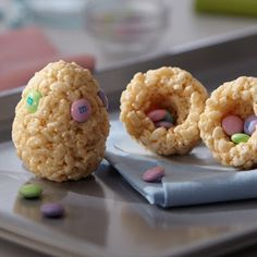 I just got these plastic snap apert easter eggs from the states. We´ll try this one - maybe with pastel coloured rice puffs?
