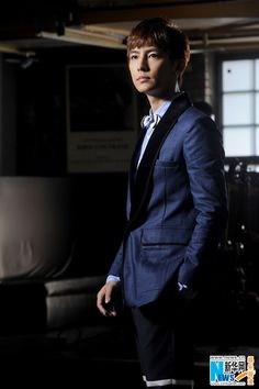 """Aaron Yan Promotes New Album """"The Moment"""" 
