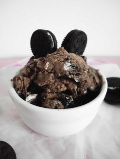 OMG!  Yes please!! Chocolate Cookies & Cream Ice Cream - made with coconut milk and Oreos!