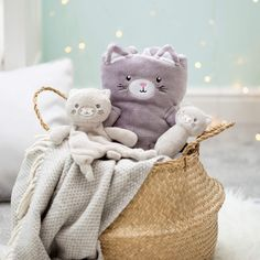 Your little one will treasure this adorable comforter shaped as our friendly Kitty Cat. The soft shades of fawn make this a calming and charming addition for your baby's cosy corner. Dimensions: x x cm Material: Polyester Sass & Belle, Baby Comforter, Baby Kittens, Baby Rattle, Baby Fever, Future Baby, Cute Babies, Comforters, Teddy Bear