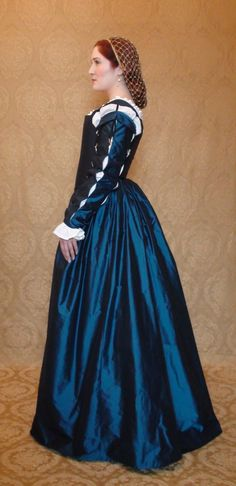 Eleanora of Toledo - Based on the extant gowns & portraits of Eleanora of Toledo, several portraits of Medici women in the mid 1500s, & various depictions of Isabella of Portugal from 1535-1564. The sleeves pop open like a paper lantern - by DecosaDesign on deviantART