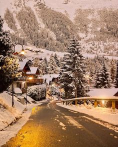 I am sharing some interesting snow images of the winter 2017 with you. great photography of winter like fog photography, iceberg photography and snowfall photography (Snow Images). Winter Love, Winter Snow, Cozy Winter, Winter Christmas, Christmas Lights, Vintage Christmas, Christmas Post, Christmas Tree, Winter Night