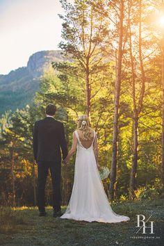 Bryllupsfotografering Wedding Photography, Wedding Dresses, Fashion, Wedding, Bride Dresses, Moda, Bridal Gowns, Fashion Styles, Weeding Dresses