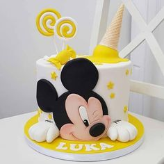 daisy_cake__ Ozel gunlerinizi e emanet edin, Siz isteyin biz yaradaq💜 If you want incredible and tasty cake or any organization say us, we made u dear❤️❤️❤️ Bolo Do Mickey Mouse, Mickey And Minnie Cake, Mickey Mouse Birthday Cake, Mickey Cakes, Minnie Mouse Cake, Baby Boy Birthday Cake, 1st Birthday Cakes, Summer Birthday, Birthday Parties