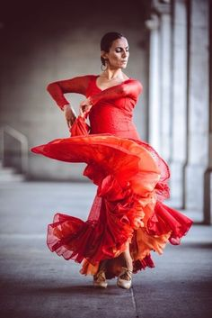 My mom would be a flamenco dancer/instructor. This image reminds me of one of her dance outfits. I imagine if she were still here on earth, she'd have spent time in Seville and performed in flamenco clubs and then toured for a year. Dancer Photography, Spanish Dancer, Belly Dancing Classes, Fred Astaire, Dance Poses, Ballroom Dancing, Dance Pictures, Just Dance, Dance Outfits