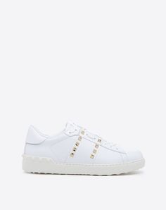 Are you looking for Valentino Garavani Uomo Rockstud Untitled Sneaker? Find out all the details at Valentino Online Boutique and shop designer icons to wear.