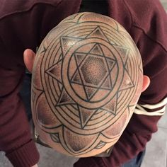 by Karl Mandala Lines Dotwork Dotworktattoo Kreuzstich Tattoo Berlin Kreuzberg Star Starmandala Mandalatattoo Artist Instagram Karlinger1211