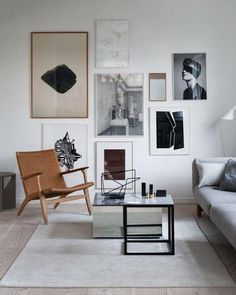 Inspiration for the weekend project? A wall of artpieces with a graphical expression like in the private home of Kristina Dam, is a great… Home Living Room, Living Room Decor, Living Spaces, Bedroom Decor, Decoration Inspiration, Interior Inspiration, Decor Ideas, Modern Interior Design, Interior Architecture