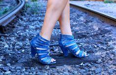 Blue cage sandals | La Vie de Villa #fashion #streetstyle