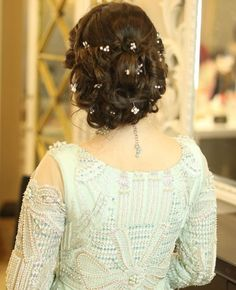 Head to the webpage to read more about bride hairstyles Pakistani Bridal Hairstyles, Saree Hairstyles, Bride Hairstyles, Easy Hairstyles, Quince Hairstyles, Engagement Hairstyles, Beautiful Hairstyles, Bridal Hair Buns, Bridal Hairdo