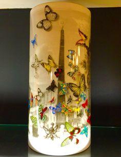 Que tal dar uma alegrada no ambiente da sua casa? O Vaso Fórum do Christian Lacroix é perfeito para essas situações. http://www.marcheartdevie.com.br/shop/br/acessorios/926-Vaso-Frum-35-cm.html