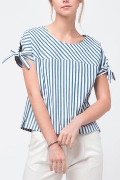 Movint Sleeve Tie Detailed Top from California by Mo:Vint — Shoptiques Blouse Styles, Blouse Designs, Blouse Models, Beautiful Blouses, Sewing Clothes, Casual Tops, Blouses For Women, Fashion Outfits, Fashion Design