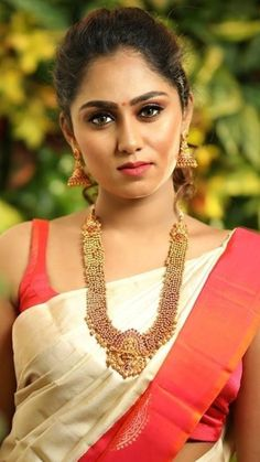 Indian Sarees, Silk Sarees, Most Beautiful Indian Actress, Bollywood, India Beauty, Every Woman, Indian Actresses, Sleeveless Blouse, Bridal Jewelry
