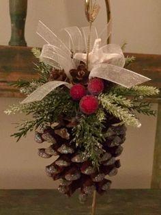 New Outdoor Christmas Tree Ideas Pine Cones 22 Ideas Christmas Pine Cones, Christmas Tree Ornaments, Christmas Fun, Christmas Wreaths, Father Christmas, Outdoor Christmas, Pinecone Ornaments, Pinecone Decor, Ornaments Ideas