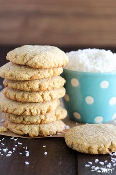 Gluten Free Coconut Almond Cookies - Soft and chewy cookies loaded with a double dose of almond and coconut. Drizzle with chocolate or eat them plain. Gluten Free Almond Cookies, Almond Flour Cookies, Coconut Cookies, Gluten Free Treats, Healthy Cookies, Coconut Flour, Coconut Sugar, Plain Cookies, Cookies Soft