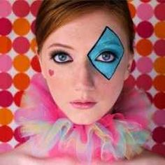 clown makeup and ruff Clown Halloween, Easy Halloween, Halloween Costumes, Maquillage Halloween Simple, Maquillaje Halloween, Clown Mignon, Harlequin Makeup, Jester Makeup, Make Carnaval