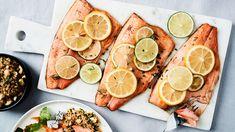 Sitruksinen uunilohi maistuu yrteillä ja pähkinöillä maustetun kvinoan kanssa. Fish And Seafood, Zucchini, Lime, Vegetables, Drinks, Eat, Cooking, Recipes, Inspiration