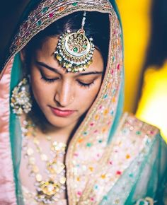 Trending Maang Tikka Designs That Will Mesmerize You! Indian Wedding Hairstyles, Indian Wedding Outfits, Sikh Wedding, Indian Weddings, Destination Wedding, Wedding Planning, Wedding Ideas, Maang Tikka Design, Tikka Designs