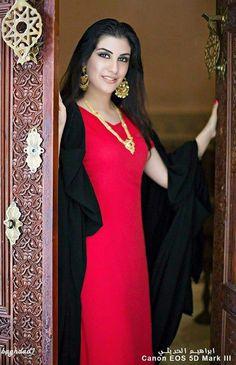 Iraqi girl in traditional dress