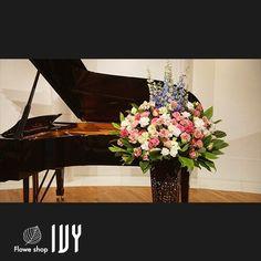 【花事例079】石田ピアノ教室様 汐留ホール ピアノ発表会に届けた壇上装花