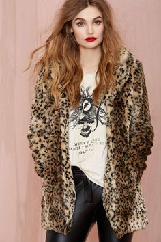 Stay warm in style this winter in the Leopard Print Faux Fur Coat. This faux fur coat is perfect for all your winter looks. Available in limited stock! Hurry up, Grab this sale now. Leopard Fur Coat, Leopard Print Jacket, Brown Leopard, Cheetah Print, Forever, Style Vintage, Trends 2018, Outerwear Women, Winter Outfits
