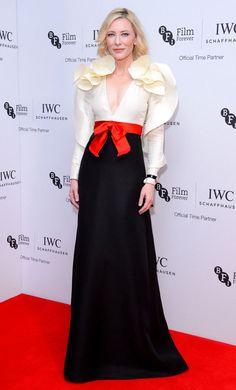 Cate Blanchett megint összehozta az év egyik leggyönyörűbb vörös szőnyeges összeállítását http://www.glamouronline.hu/sztartedd/cate-blanchett-megint-osszehozta-az-ev-egyik-leggyonyorubb-voros-szonyeges-osszeallitasat-20798