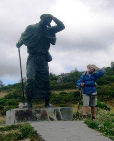 monumento al peregrino, galicia. herrerias - o cebreiro - triacastela | El camino de santiago de compostela | the way of st. james