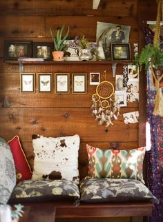 Cozy corner - this looks like a great place for a cup of coffee and a good book! Interior Flat, Interior And Exterior, Interior Design, Deco Boheme Chic, Piece A Vivre, Cozy Corner, Cozy Nook, Cozy Cabin, My New Room