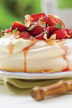 This heavenly dessert tops airy meringues with pillows of mascarpone cream and fresh, juicy strawberries in an elderflower-mint syrup. The meringues Dessert Dishes, My Dessert, Dessert Recipes, Summer Desserts, Sweet Desserts, Delicious Desserts, Coconut Cheese, Elderflower, Strawberry Recipes