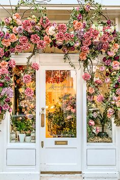 Flowers on the facade of a flower shop in Londons Belgravia. Flowers on the facade of a flower shop Flower Shop Names, Flower Shop Decor, Flower Shop Design, Design Shop, Flower Stores, Logo Design, French Flowers, Japanese Flowers, Pink Flowers