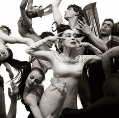 Richard Avedon: Martha Graham and her dance company. New York, 1961.