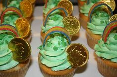 st patrick's day cupcake decor idea