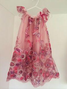 ♥ Luusmeitlifashion ♥ Pillowcasedress Pillowcase Dress Spitzenkleid Spitze Mädchenkleid Kleid Schnittmusterhttp://muggelchens-kuschelwear.blogspot.ch/2014/05/spitzenkleidchen.html