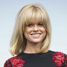 Think you can't pull off a whole lot of volume? Think again. These celebs prove that big hair—the hottest autumn trend—can look sexy, stylish, and sleek no matter what your natural texture. Donut Bun Hairstyles, Long Bob Hairstyles, Hairstyles With Bangs, Classic Hairstyles, Blonde Hairstyles, Fringe Hairstyles, Medium Haircuts For Straight Hair, Medium Hair Cuts, Love Hair