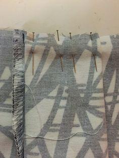 """Bien épingler les plis pour ne pas qu'ils """"glissent"""" lors de la couture à la mac"""