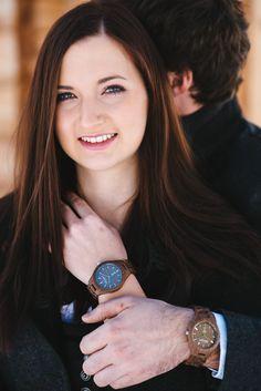 Gams PLATZHIRSCH Klassische Eleganz zeichnet das Modell Gams aus edlem Walnussholz aus. Wood Watch, Smart Watch, Design, Fashion, Accessories, Classic Elegance, Women's, Wooden Clock, Moda