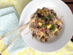 Soba noodles met mango en aubergine   Snel en superlekker van Ottolenghi   Vegetarisch   Taste Our Joy!
