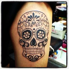 What does sugar skull tattoo mean? We have sugar skull tattoo ideas, designs, symbolism and we explain the meaning behind the tattoo. Calavera Tattoo, Mexican Skull Tattoos, Sugar Skull Tattoos, Skull Candy Tattoo, Skull Thigh Tattoos, Finger Tattoos, Body Art Tattoos, New Tattoos, Maori Tattoos