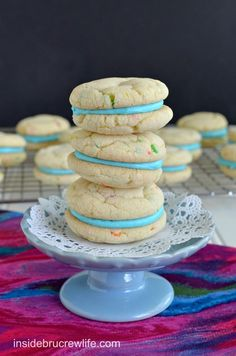 Cotton Candy Whoopie Pies - easy confetti cake mix cookies filled with a Cotton Candy frosting that gets its flavor from a Duncan Hines flavor packet Dessert Cake Recipes, No Bake Desserts, Cupcake Recipes, Just Desserts, Cookie Recipes, Delicious Desserts, Snack Recipes, Sweet Desserts, Yummy Food