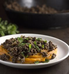 Ginger Beef over Coconut Sweet Potatoes Recipe plus over 700 more Paleo dinner recipes Easy Paleo Dinner Recipes, Paleo Recipes, Real Food Recipes, Paleo Ideas, Paleo Food, Ginger Beef, Spiced Beef, Paleo Sweet Potato, Sweet Potato Recipes