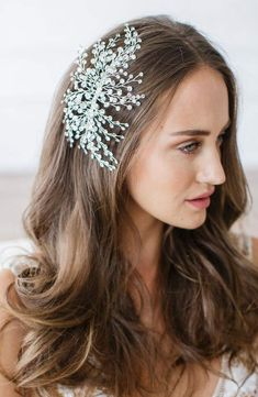Brides & Hairpins 'Veda' Crystal Embellished Hair Comb, Size One Size – Grey - All For Hairstyles Box Braids Hairstyles, Bride Hairstyles, Tousled Hair, Long Box Braids, Floral Hair, Pixie Haircut, Wedding Hair Accessories, Along The Way, Prom Hair