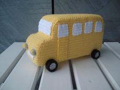 Crochet Toys For Boys Crocheted bus - free pattern in Danish Crochet Car, Crochet For Boys, Cute Crochet, Crochet Crafts, Crochet Dolls, Crochet Stitches Patterns, Amigurumi Patterns, Diy Gifts For Kids, Stuffed Toys Patterns