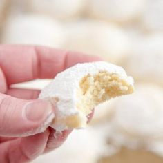 Cheesecake Cookies - A creamy, tender and delicious cookie that's a not too sweet but totally addictive dessert! People say about this recipes; Poke Bol, Plats Weight Watchers, Macarons, Biscuits, Cheesecake Cookies, Baileys Cheesecake, Yummy Cookies, Quick Cookies, Cheese Cookies