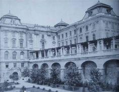 Budavári Palota - Az Újvilág-kert keleti támfala Buda Castle, Royal Crowns, Budapest Hungary, Old Photos, Palace, Arch, Louvre, Exterior, City