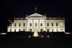 File The White House at night, 2011jpg