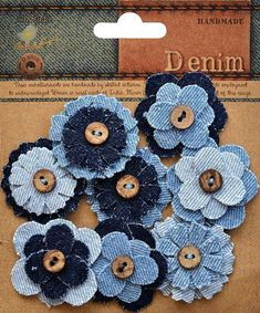 """Kot """"Little Birdie Crafts - Denim Collection - Button Flower: Included in the package are 6 layered denim flowers with buttons. Denim Flowers, Button Flowers, Flower Jeans, Making Fabric Flowers, Flower Making, Fabric Crafts, Sewing Crafts, Sewing Projects, Diy Crafts"""