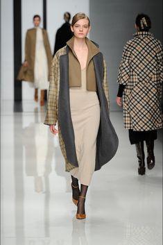 Daks Fall 2012 Ready-to-Wear Fashion Show - Nimue Smit