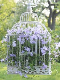 DIY Gartendeko selber machen – VogelkäfigdekoYou are in the right place about bird in flight Here we offer you the most beautiful pictures about the bird paper you are looking for. When you examine the DIY Gartendeko selber machen – Vogelkäfigdeko Diy Garden Decor, Garden Art, Garden Design, Garden Types, Deco Floral, Garden Cottage, Porch Garden, Garden Table, Garden Planters